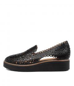 PONCHO BLACK-BLACK SOLE